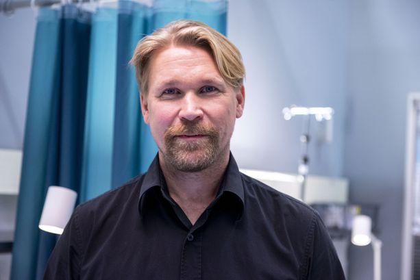 Syke-sarjassa Ristinen näyttelee anestesialääkäri Ilmari Nortamoa.