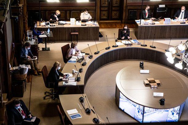 Hallitus neuvotteli maaliskuussa koronatoimista Säätytalossa.