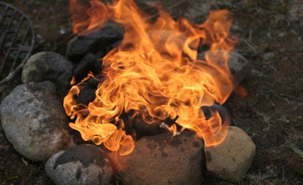Tuli levisi todennäköisesti hiilloksesta, joka oli jäänyt kytemään ruoanlaiton jäljiltä.