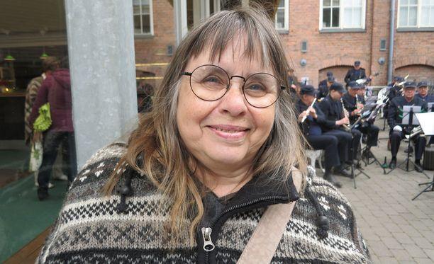Maritta Viitamäki oli1970-luvun elokuvatähti Lapin moninaisesta elämästä kertovassa filmissä Maa on syntinen laulu. Elokuva teki hänestä seksisymbolin.