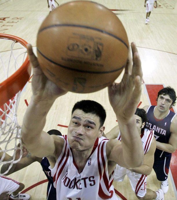 Yao Ming pelkää, että häneltä saattaa jäädä Pekingin olympialaiset väliin.