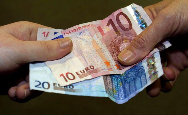 Pankeilla on ollut viime päivinä kova urakka automaattien täyttämisessä euroilla.