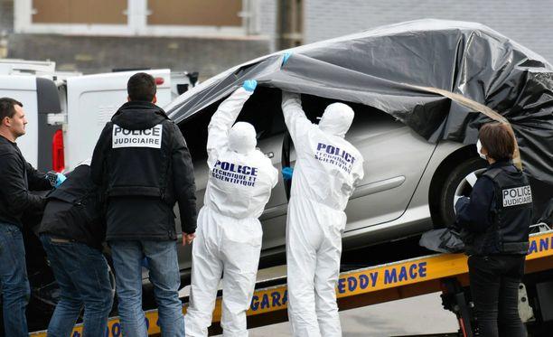 Poliisit pääsivät Caouissinin jäljille löydettyään viime viikolla perheen pojan auton. Autossa oli tekijän DNA:ta ja jäänteitä veriteosta.
