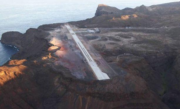 Saint Helenan lentokentälle laskeutumisen hallitsee tällä hetkellä vain neljä lentäjää.