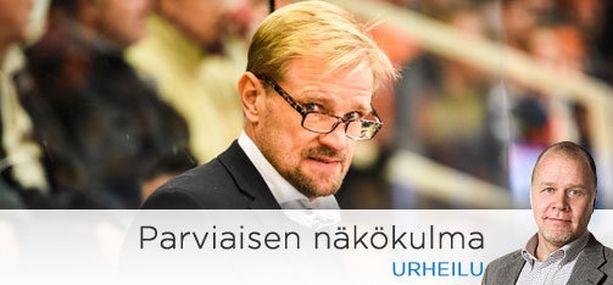 Petri Matikainen puolusti sokeasti Antti Tyrväisen taklausta, jossa jyrän alle joutui HPK:n Joonas Lehtivuori.