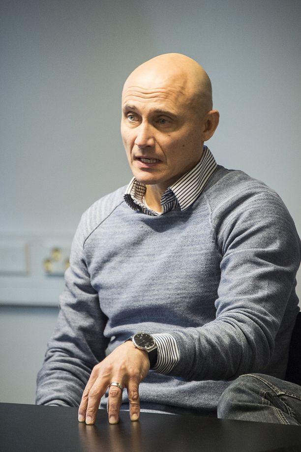 Elokuvan tuottaja, toinen ohjaaja ja käsikirjoittaja Marko Röhr kertoo liikuttuneensa katsojien palautteesta.