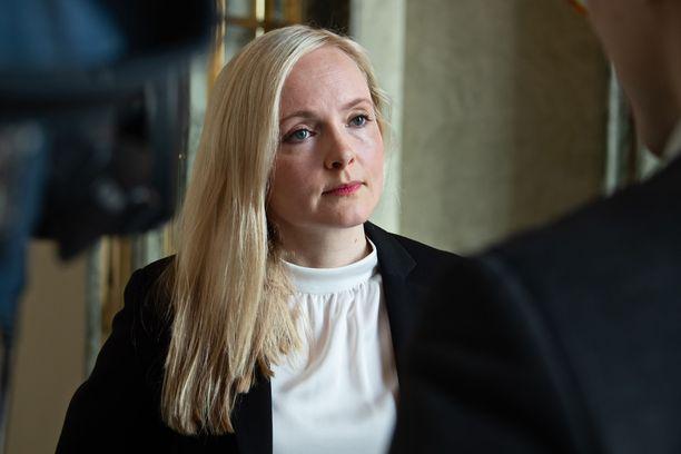 Maria Ohisalo sanoo luottavansa Antti Rinteeseen.
