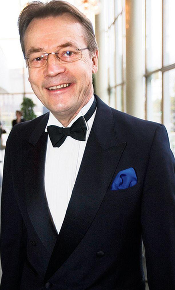 Ainoa, johon Mikkosen isänmaallista panosta voi verrata, on Masa Niemen (tunnettu myös Pekka Puupään kaverina Pätkänä) vahva pääosatulkinta elokuvassa Majuri maantieltä.
