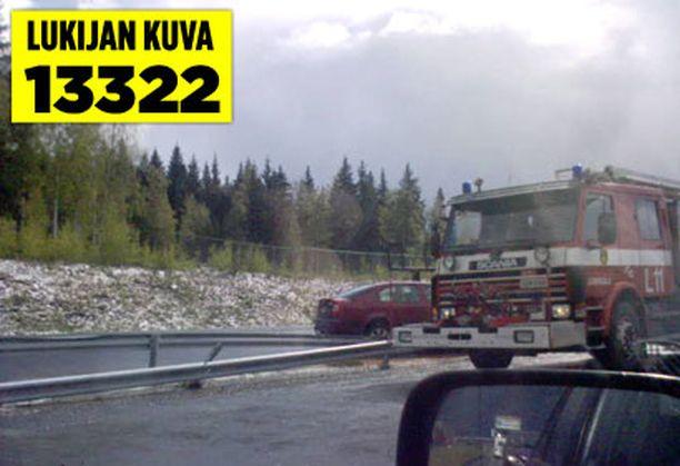 Kolme henkilöautoa törmäsivät Hämeenlinnanväylällä Lempäälän pohjoisen liittymän kohdalla.