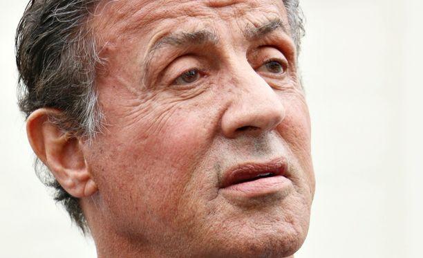 Sylvester Stallonen pikkuveli puolusti veljeään.