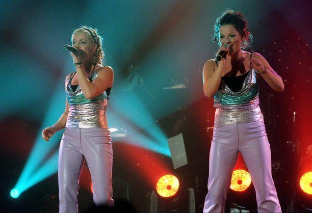 Nylon Beat esiintyi Suomen viisukarsinnoissa Helsingissä vuonna 2000.
