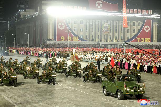 Suurimmat paukut olivat piilossa viime torstain sotilasparaatissa Pjongjangissa.