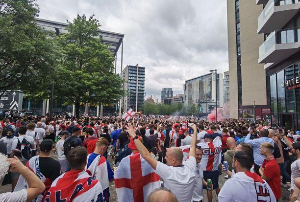 Kaikki fanit eivät siirtyneet Wembleylle näin rauhallisesti.