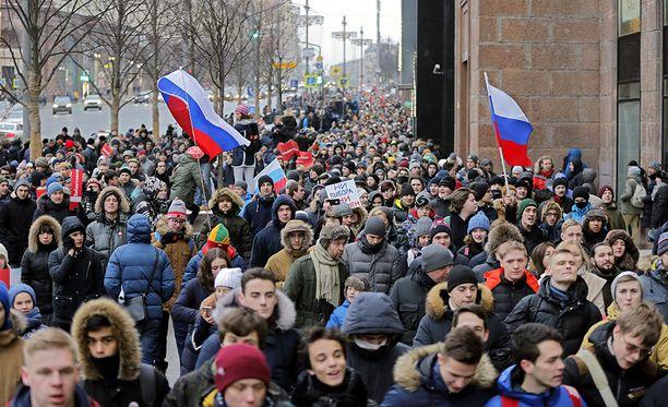 Tuhannet ihmiset lähtivät kaduille vastustamaan Vladimir Putinin uudelleenvalintaa presidentiksi 28. tammikuuta.