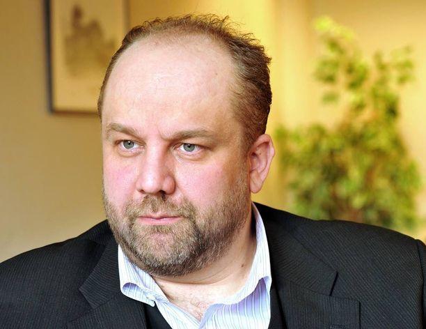 Puheenjohtaja Marko Piiraisen johtama AKT:n hallitus linjasi, että koulukyytejä ei perjantaina ajeta, mutta lakkolaisia kuljettavat tilausbussit kulkevat.
