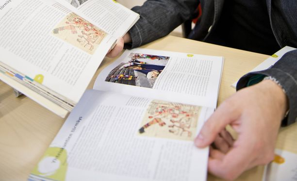 Suomen Lukiolaisten Liitto arvioi, että kolmen vuoden lukio-opinnot maksavat noin 2 500 euroa.