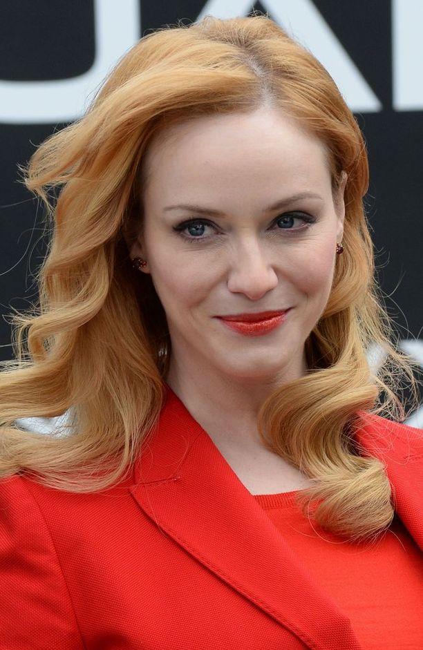 Hiusvärien mainoskasvonakin toimiva Christina on vakuuttanut olevansa luonnostaan blondi - mutta hän on värjännyt tukkaansa punaiseksi niin kauan, että luonnonvärissä häntä ei ole julkisuudessa edes nähty.