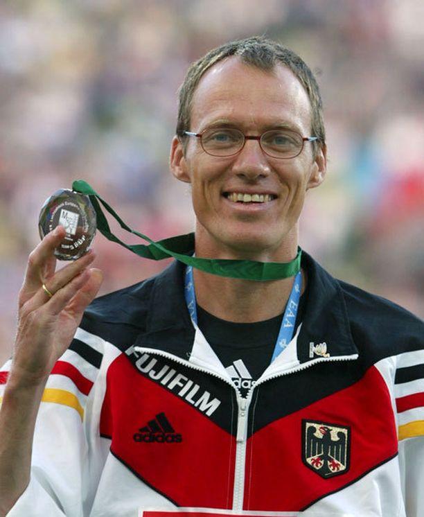 Dieter Baumannin purukalusto oli asiallisessa tikissä. Puhdistustoimien ei kuitenkaan voitu todentaa aiheuttaneen dopingkäryä.