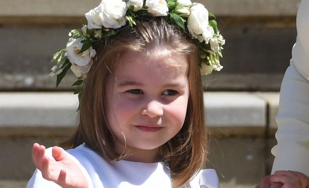 Prinsessa Charlotten sukunäköä ihastellaan somessa.