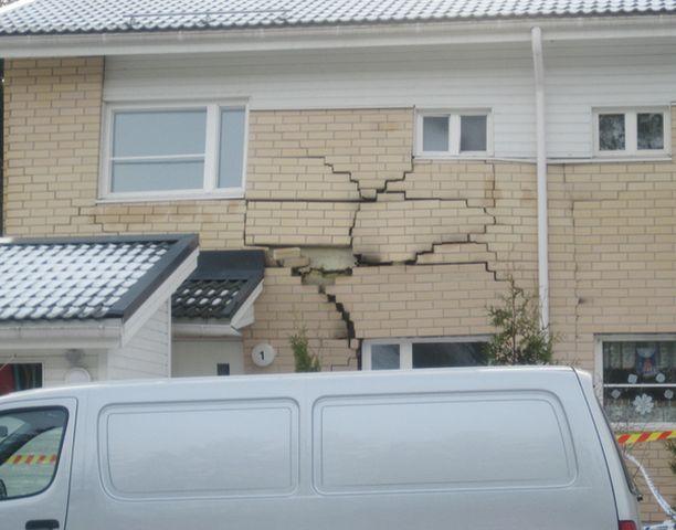 Turussa yksityisasunnossa sattunut räjähdys pullisti rajusti talon ulkoseinää.