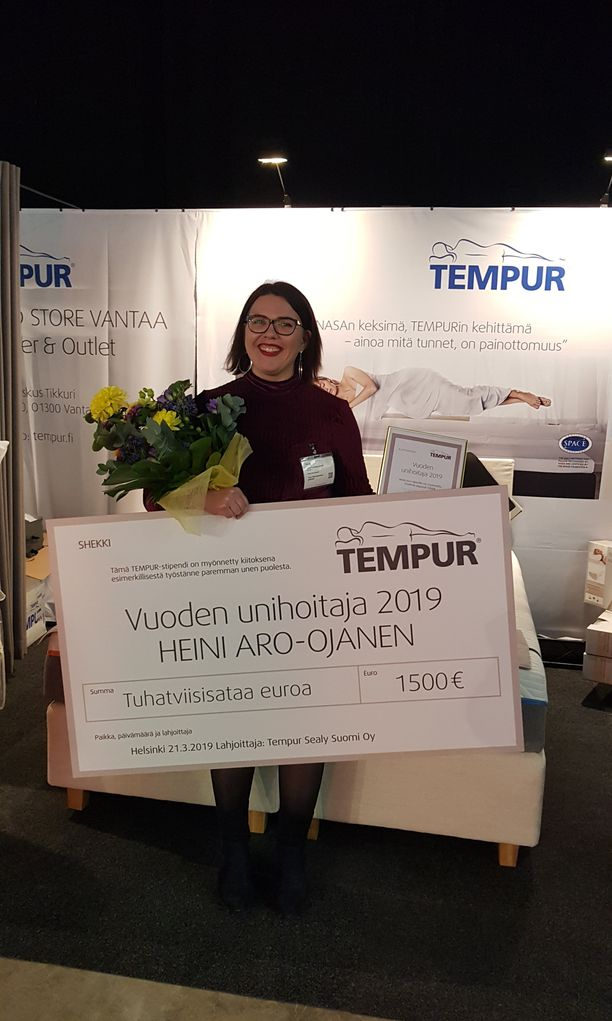Vuoden Unihoitaja Heini Aro-Ojanen on hoitanut erityisesti uniapnea potilaita vuodesta 2011 alkaen.