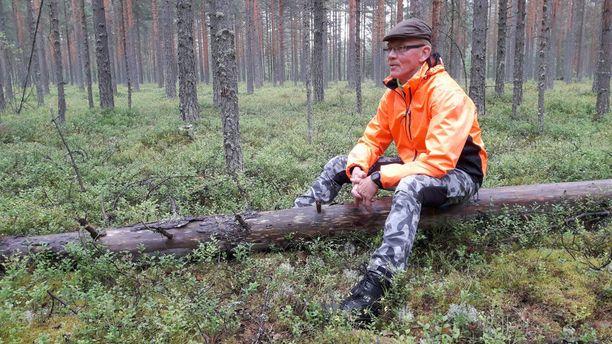 Hirvikärpäset ovat piinanneet Ari Mikkosta jo 1970-luvulta asti.