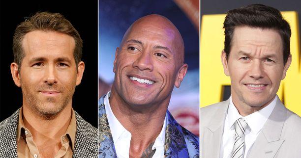 Näyttelijä Dwayne Johnson, kesk., on eniten tienannut miesnäyttelijä. Toiseksi tuli Ryan Reynolds, vas., ja kolmannelle sijalle Mark Wahlberg, oik.