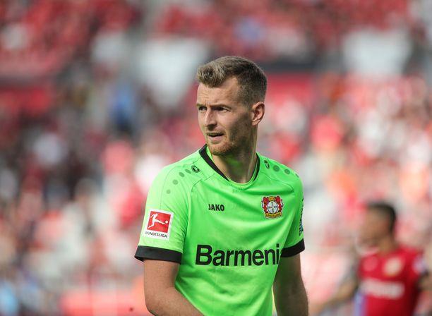 Lukas Hradecky teki tyhjäksi Dortmundin tähtien laukaukset komealla tavalla.