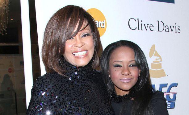 Whitney Houston ja hänen tyttärensä elämän sekoitti jo varhaisessa vaiheessa hallitsematon päihteidenkäyttö.