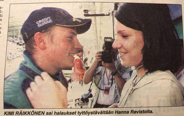 Räikkösen rinnalla ensimmäisellä kaudella nähtiin tyttöystävä-Hanna, mutta pari päätyi eroon myöhemmin samana vuonna.
