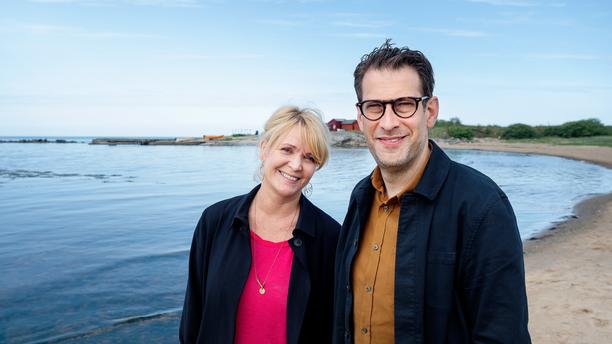 Kattis Ahlström ja Niklas Källner etsivät ohjelmassaan perinnön saajia, joita ei ole tavoitettu virallisia teitä.