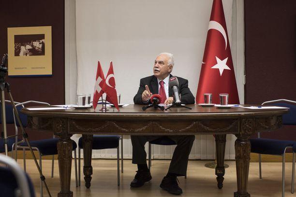 Dogu Perincek (kuvassa) ja Temel Karamollaoglu ovat ehdolla, mutta enemmänkin marginaalissa kuin varsinaisessa valtataistossa mukana.