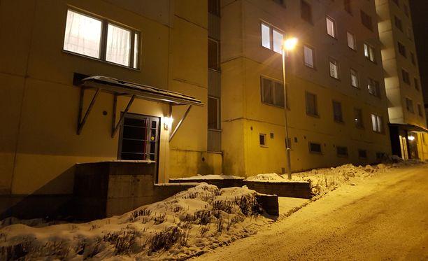Tampereen Hervannassa tapahtui kaksi vakavaa väkivallantekoa maanantai-iltapäivänä.