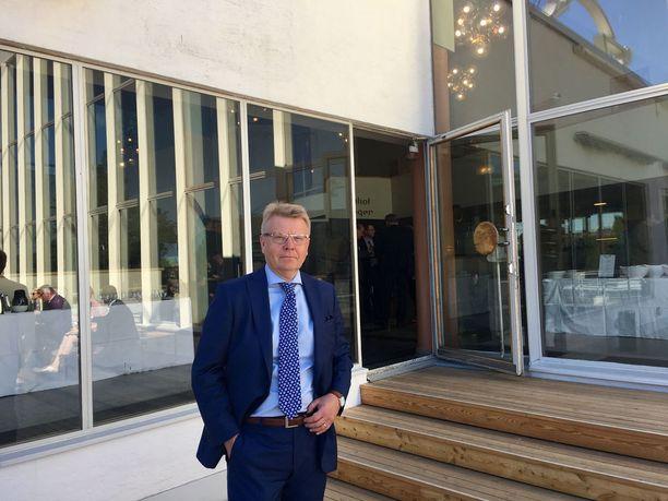 EK:n toimitusjohtajan Jyri Häkämiehen mukaan työllisyysasteen nostaminen on seuraavan hallituksen avaintehtäviä. Yksinyrittäjiä on rohkaistava Häkämiehen mukaan ryhtymään työnantajiksi ja kasvattamaan yrityksiään yli 20 hengen yrityksiksi.