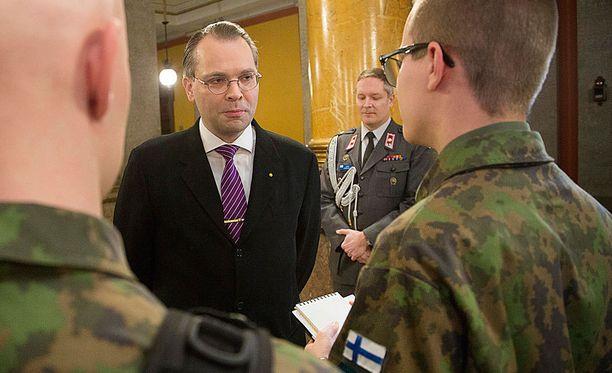 Jussi Niinistö puhui Maanpuolustuskurssin avajaisissa tammikuussa.