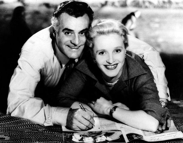 SUOMEN SUOSIKKIPARI Tauno Palo ja Ansa Ikonen hurmasivat Isän vanha ja uusi -elokuvassa vuonna 1955. Elokuvia varten Taunon hiusrajaa nostettiin otsan korostamiseksi.