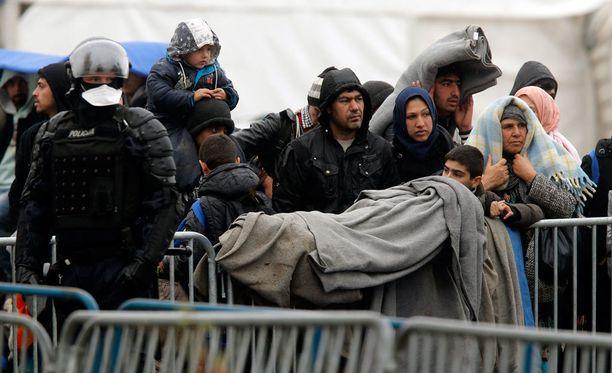 Turvapaikanhakijoiden tilanne muuttuu tukalaksi, kun säät kylmenevät.