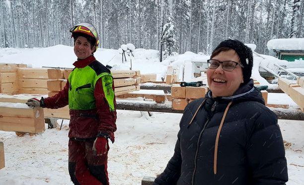 Meiri Rohner ja Päivi Sainio-Rohner jaksavat vielä nauraa tilanteelle.