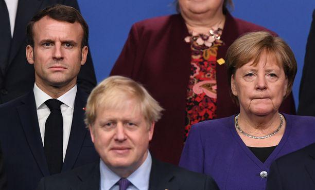 Kirjoituksen ovat allekirjoittaneet muun muassa Saksan, Ranskan ja Britannian johtajat.