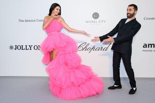 Kendall Jenner ja Giambattista Valli .