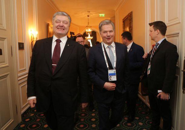 Niinistö tapasi Münchenissä Ukrainan presidentin Petro Poroshenkon.