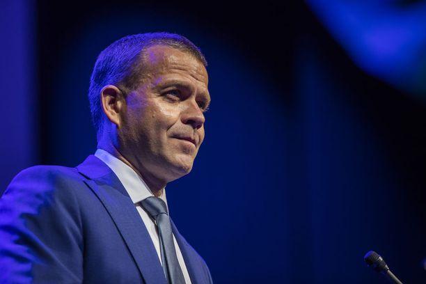 Petteri Orpo linjasi puolueen tavoitteita.