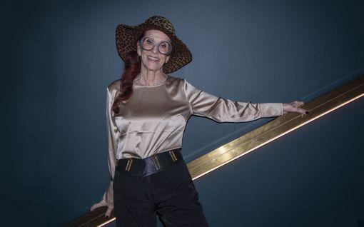 Tanssii tähtien kanssa -ohjelmassa yllätyskäänne: 13 vuotta yleisössä istunut Aira Samulin kruunattiin Suomen diskokuningattareksi