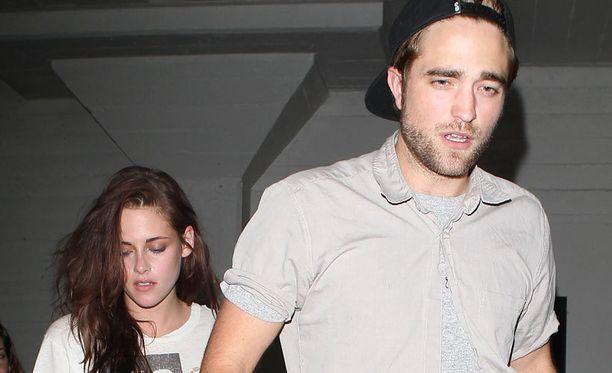 Twilight-pariskunta on vältellyt julkisuutta pettämisuutisten levittyä kulovalkean tavoin.