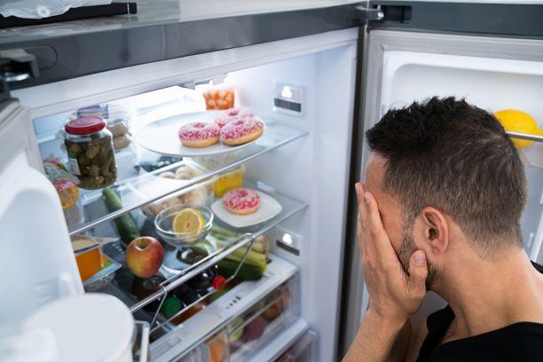 Älä pidä jääkapin ovea auki turhaan. Mieti valmiiksi, mitä haluat sieltä ottaa.