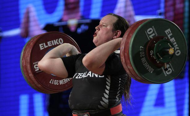 Laurel Hubbard voitti painonnoston MM-hopeaa 2017.