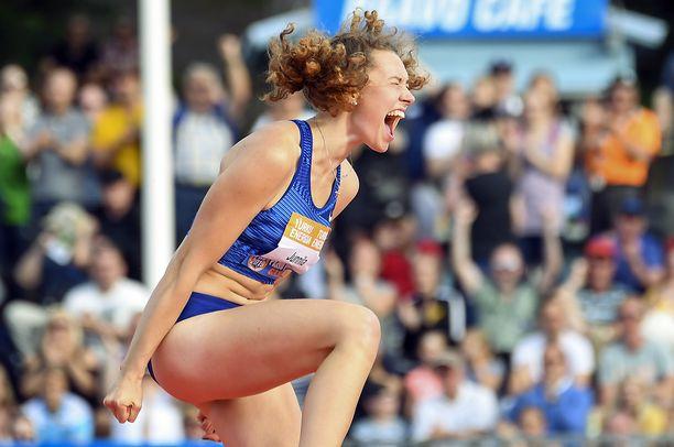Ella Junnila hyppäsi upean Suomen ennätyksen Turussa.