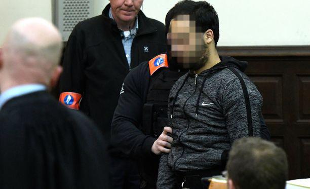 Salah Abdeslam sai maaliskuussa 20 vuoden vankeustuomion ammuskeluvälikohtauksesta poliisin kanssa Brysselissä maaliskuussa 2016.