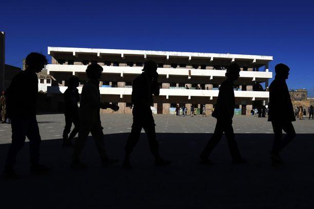 Miljoonia lapsia on joutunut lopettamaan koulunkäynnin sodan takia.