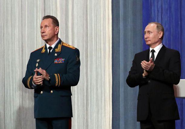 Kansalliskaartin komentaja Viktor Zolotov on Venäjän presidentin Vladimir Putinin uskottu. Miehet tuntevat toisensa jo KGB-ajoilta.